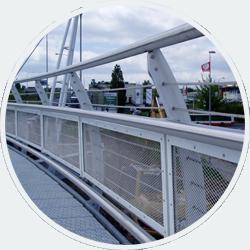 Činnosti stavební kovovýroby je provádění menších staveb, ocelových konstrukcí, opláštění budov, zámečnických prací a otvorových výplní